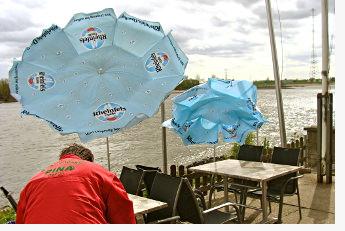 Gastro Schirme am Niederrhein bei Wind und Wetter