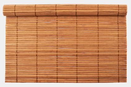 Sichtschutzmatten aus Holz bestehen aus Bambus, Schilf oder Weide als Deko Sichtschutz.