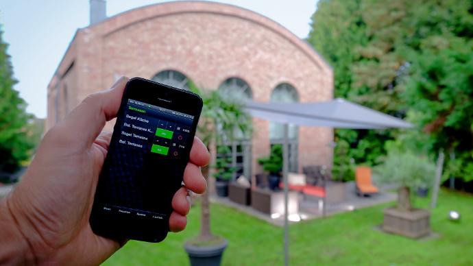 Smartphonegesteuertes Sonnensegel in elektrisch aufrollbar per Wlan