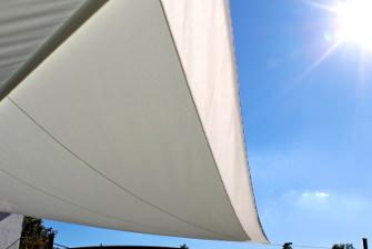 Wieviel Sonnenschutz kann ein Sonnensegel bieten.