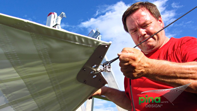 Sonnensegel elektrisch als Sonnenschutz über Teiche von Pina Design