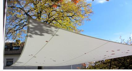 Oberfläche Sonnensegel Reinigung besonders im Herbst