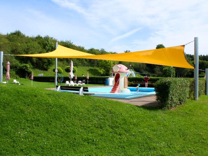 Stadtoldendorf Ganzjahressegel totale - Textile Sonnensegel Architektur im Freibad