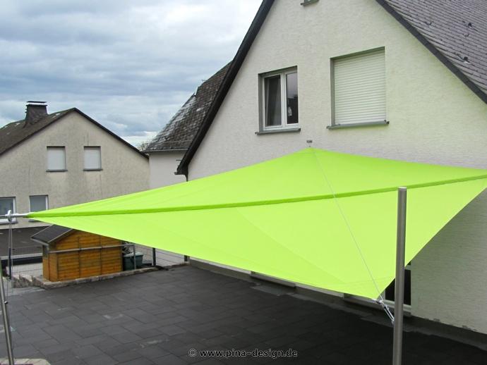 Sonnensegel manuell Rüthen 2M / 2W grünes Segel vor weißen Haus