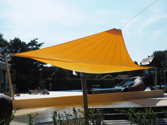 Burgdorf Freibad - Sonnensegel elektrisch über Schwimmbecken