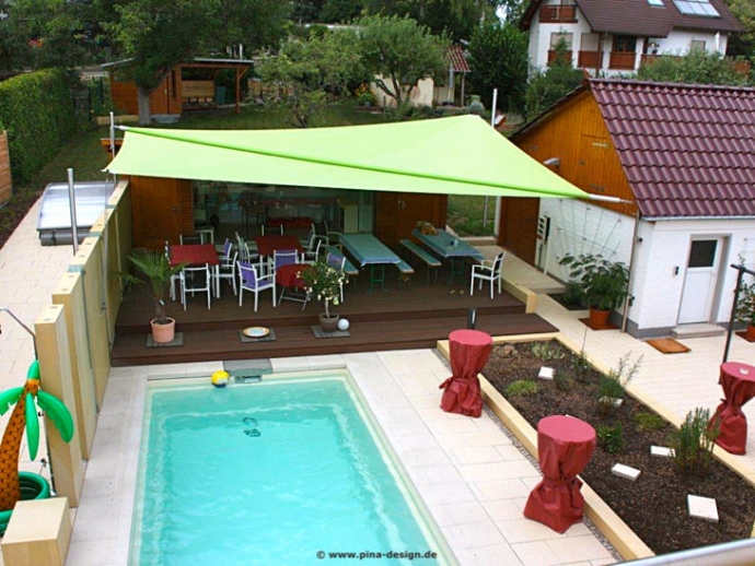 Sonnensegel elektrisch aufrollbar am Pool in Erfurt von Pina Design®
