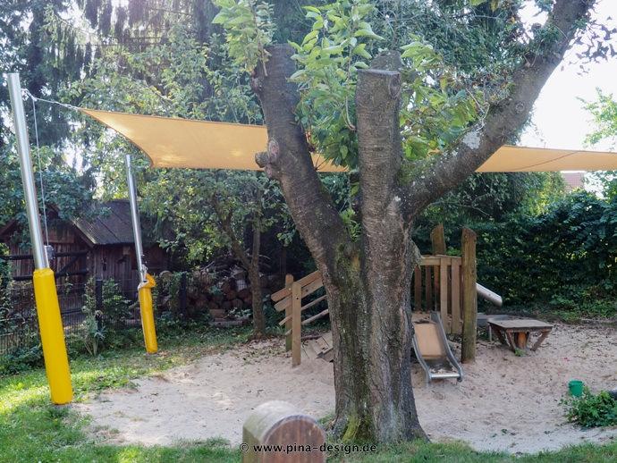 Sonnensegel feststehend Laer 4M oranges Segel über einen Spielplatz