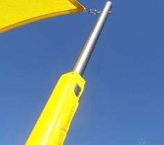 Der Prallschutz für Masten bietet mehr Sicherheit in Kitas, Kindergärten und Schulen