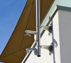 Wandhalterungen für Masten und Pylone