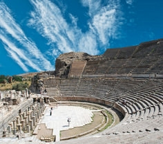 In Theatern wie diesem wurden zahlreiche Sonnensegel parallel eingesetzt