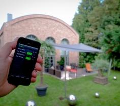 Sonnensegel gesteuert über ein netzwerkfähiges Mobiltelefon (hier: iPone)
