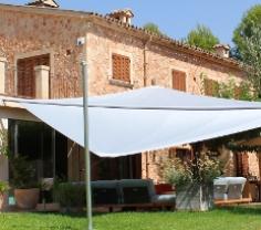 Sonnensegel auf auf Mallorca als Sonnenschutz für Dachterrasse, im Garten oder der Haus Terrasse