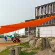 Sonnensegel elektrisch Bützow 3M / 1W oranges Segel über einen Spielplatz