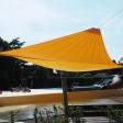 Sonnensegel elektrisch Burgdorf 4M oranges Segel über einer Terrasse im Freibad