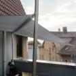 Sonnensegel elektrisch Tübingen 3M / 1W graues Segel über einer Dachterrasse