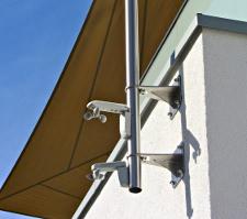 Sonnensegel Pylons per Wandhalterung befestigt - perfekt für Balkone